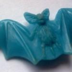 Výroba vyznamenání. Model netopýr z vosklu m,á křídkla vyprofilovaná tak aby dobře zasedl do kompozice kruh a padák
