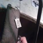 Výroba odznáčku SK Prořezávání odlitku. Řezání musí být opatrné, řez přesný.