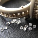 Snubní prstýnek s brilianty dokola