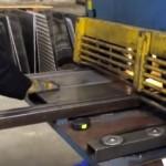 VIDEO - Výroba odznaků Střih plechů Strojní nůžky