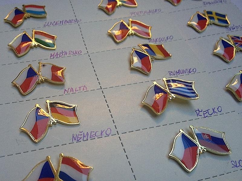 a3d83b5d6 Odznaky VLAJKY přátelství ČR+EU sada 28 vlajek | PRIMÁK.cz